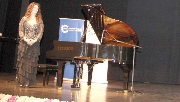 Anjelika Akbar: Müzik bir aşktır, kariyer kelimesiyle bağdaşmaz
