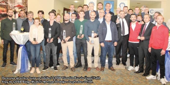 ÇOSB futbol ve tenis turnuvalarının kupa ve ödül töreni gerçekleşti