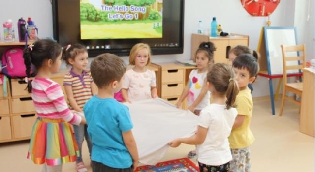 Drama ve İngilizce derslerinde eğlenirken öğreniyorlar…