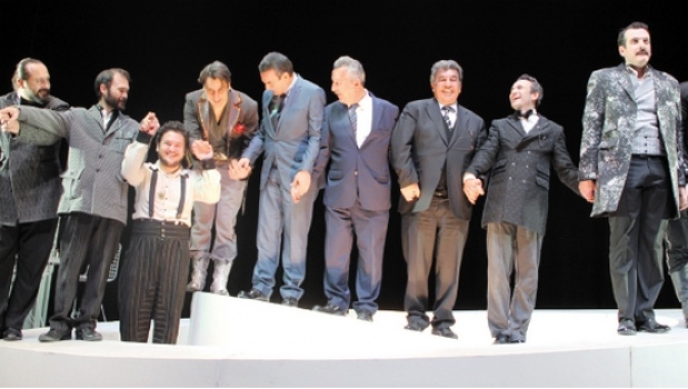 Tiyatroadam, 'Teftişör'ü ÇOSB'de sahneledi