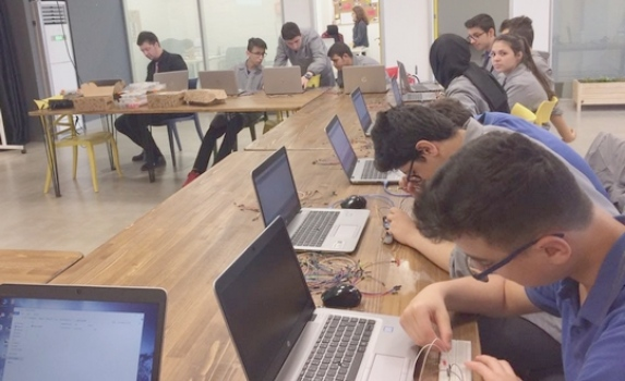 Öğrenciler uygulamalı eğitimlerini ÇOSB firmalarında yapıyor