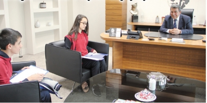 İlkokul öğrencileri ÇOSB Başkanı ile röportaj yaptı