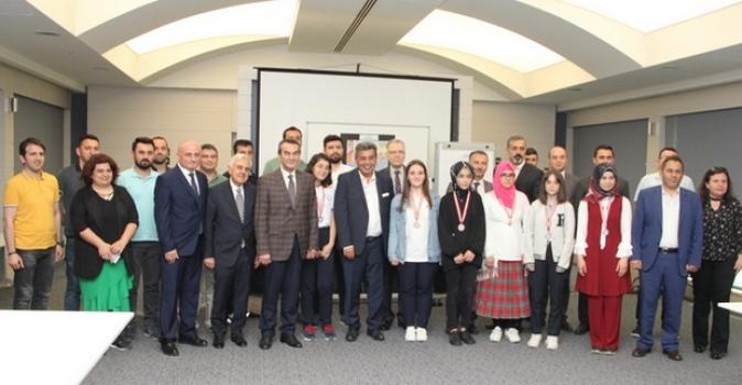 ÇOSB Resim ve Kompozisyon Yarışması'nda dereceye giren öğrenciler ödüllerini aldı