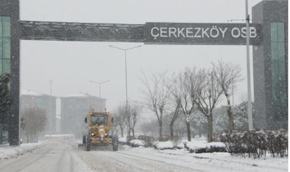 ÇOSB Müdürlüğü kar yağışında gece-gündüz yolları açık tutuyor
