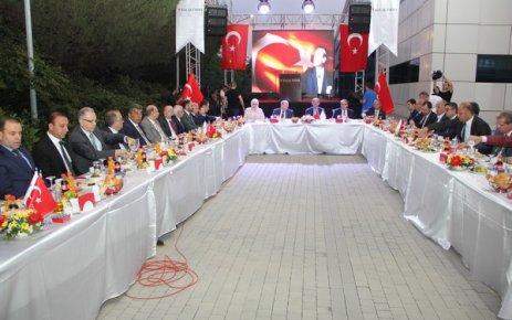 Bakan Müezzinoğlu ilaç sektörü temsilcileriyle iftarda buluştu
