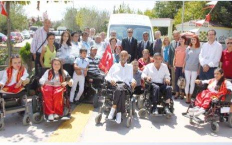 ÇOSB'den engelli aracı bağışı