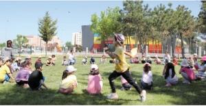 'Okul Dışarıda Günü Etkinliği' öğretip eğitiyor