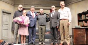 İstanbul Devlet Tiyatrosu 'Profesyonel'i ÇOSB Konferans Salonu'nda sahneledi