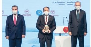 TÜSEB Hizmet Ödülü Koçak Farma'ya verildi