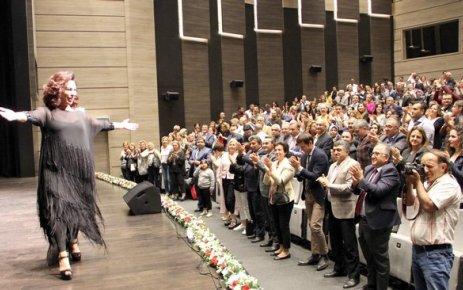 Usta sanatçı Nilgün Belgün ÇOSB'de sahne aldı