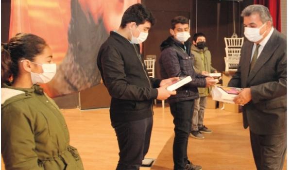 ÇOSB'den 700 Ramazan erzakı ve 200 öğrenciye tablet desteği